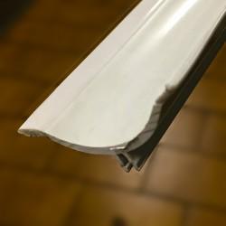 Sguscia bianca in PVC in barre da 2700 mm H 40 mm