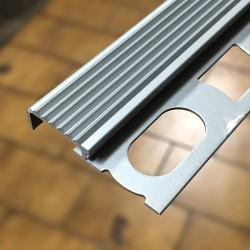 Profilo per scale 4,5 mm spessore pavimento x 2700 mm alluminio anodizzato argento